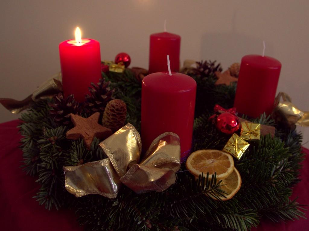 Bild 1. Advent mit brennender Kerze