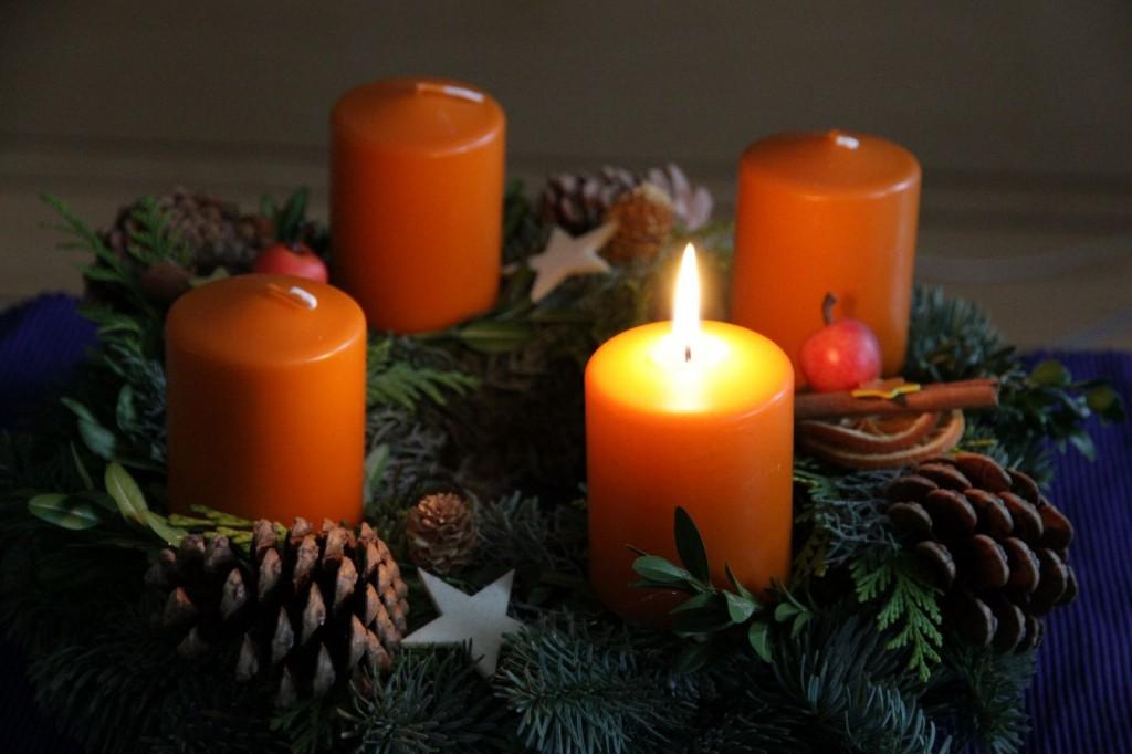Adventskranz zum ersten Advent
