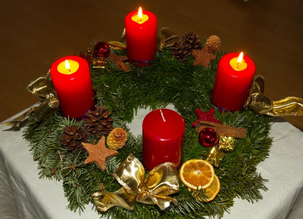 3. Advent mit Kranz und Kerzen